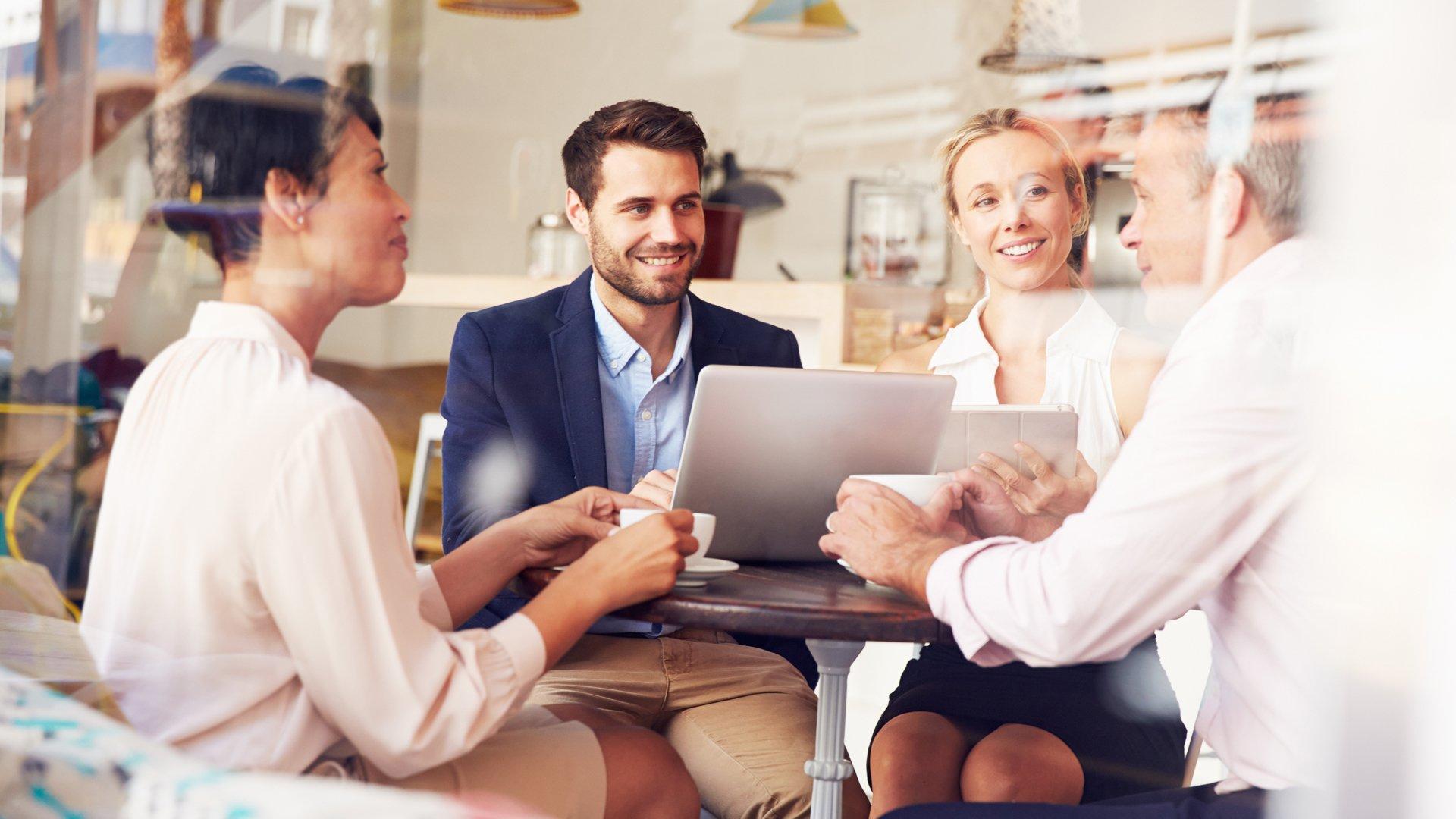 Puhumalla paras — miten urakeskustelut vaikuttavat liiketoiminnan menestykseen?